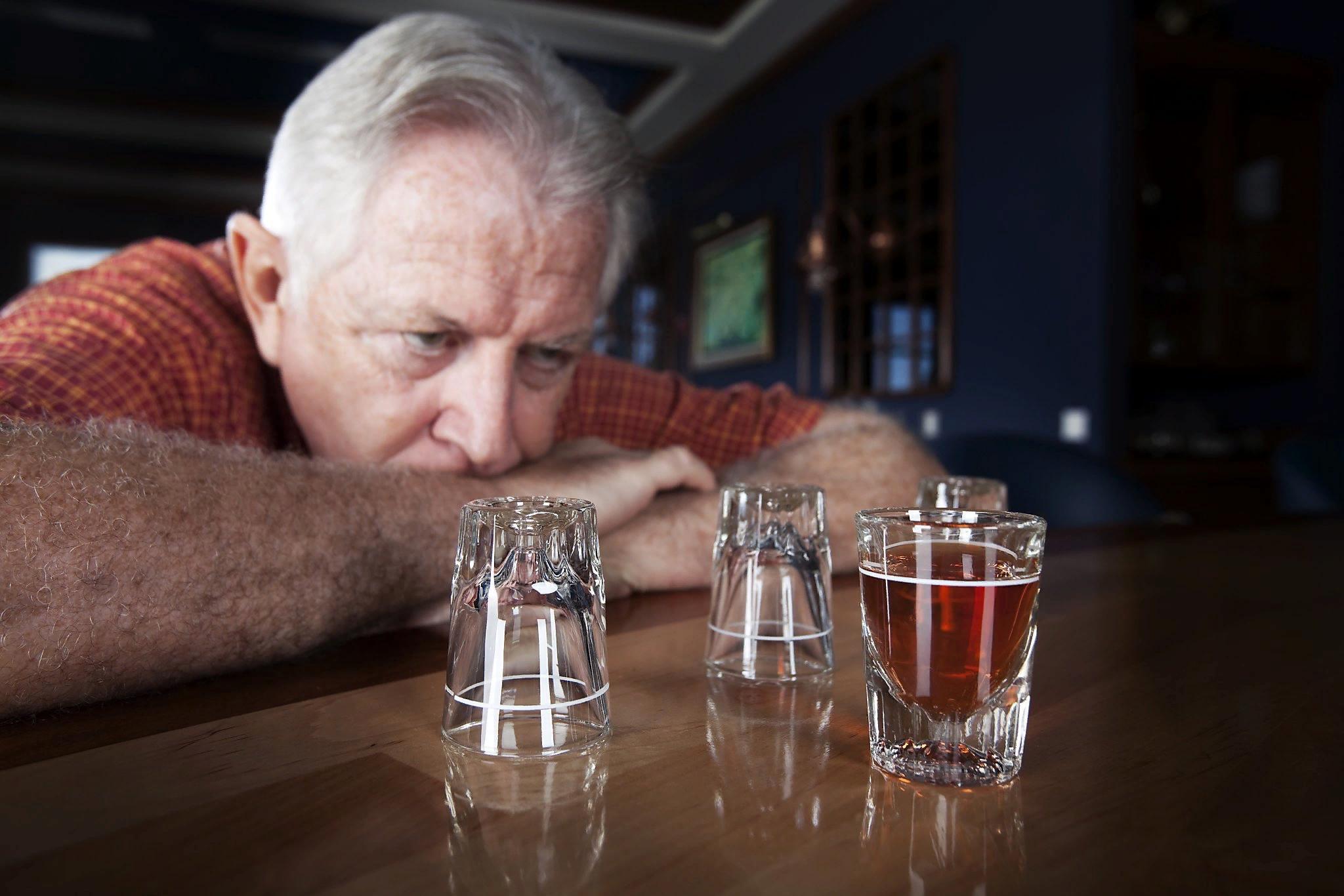 Алкоголизм у пожилых людей