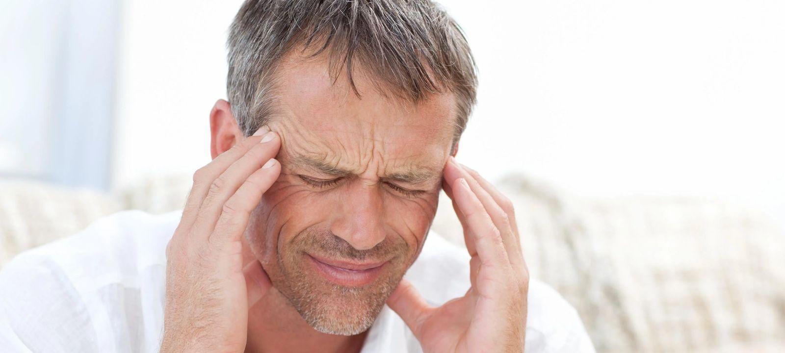 фото человека с головной болью
